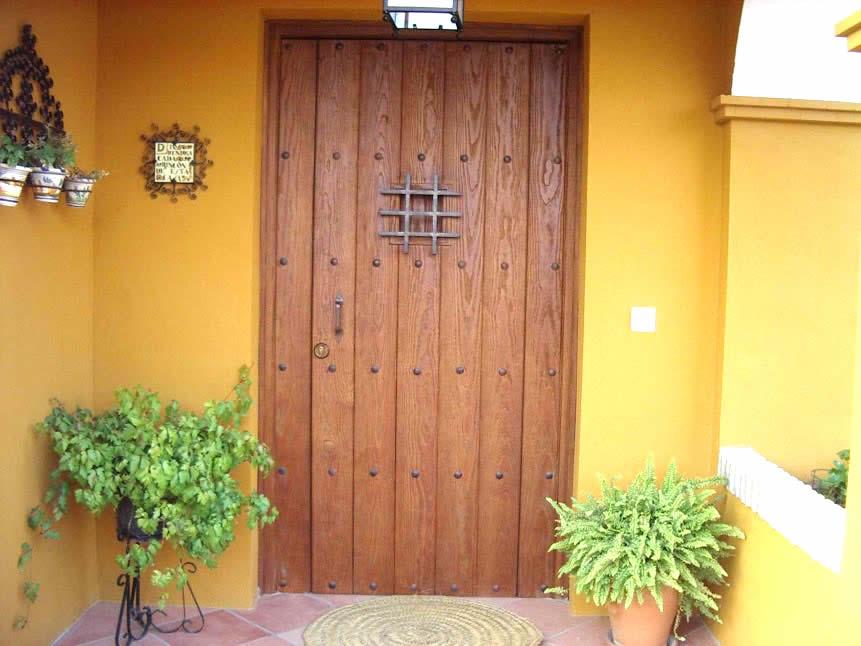 Puerta entrada rustica carindeco - Aislar puerta entrada piso ...